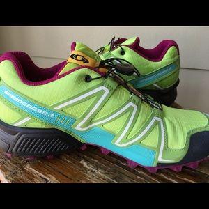 Trail running Salomon sneakers